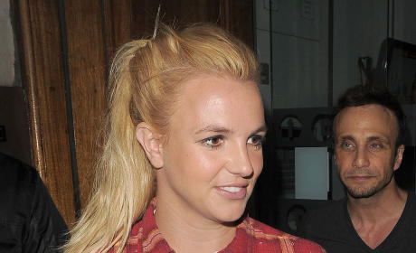 Who looks prettier in plaid, Britney or Pippa?
