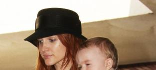 Ashlee Simpson Hypes Melrose Place, Offers TMI on Pregnancy
