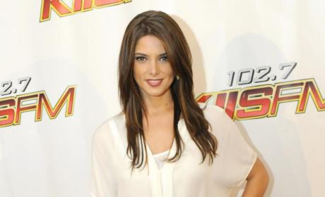 Ashley Greene: Twilight Saga Fans Love Me!