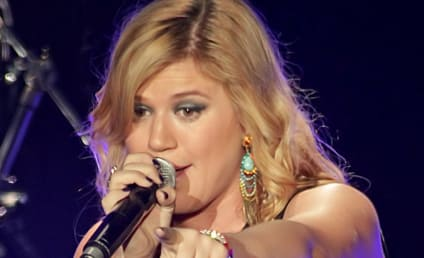 Kelly Clarkson Gay Rumors: Laughed Off by Singer