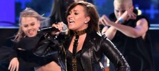 """Demi Lovato - """"Really Don't Care"""" (2014 Teen Choice Awards)"""