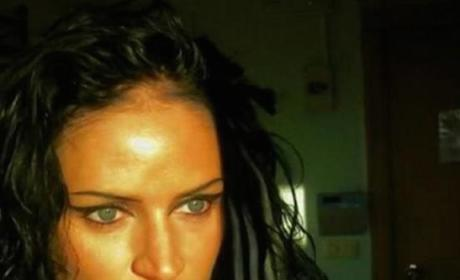 Angelina Jolie Lookalike Forces Deliveryman to Bang Her at Knifepoint, Stabs Him Six Times