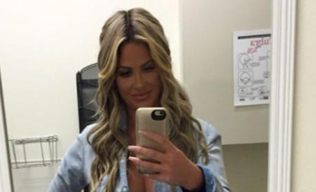 "Kim Zolciak Takes ""Thigh Gap"" Selfie, Sucks a Whole Lot"