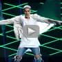 Justin Bieber Looks Bored at Billboard Music Awards
