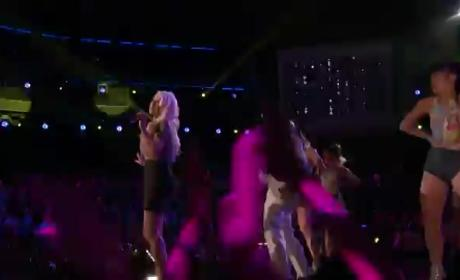"Christina Aguilera Performs ""Feel This Moment,"" Looks Amazing on The Voice"