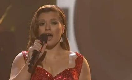 Kelly Clarkson at the American Music Awards: All This Jazz