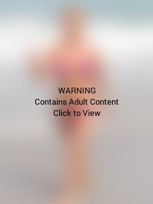 Hayden Panettiere Pink Bikini Pic