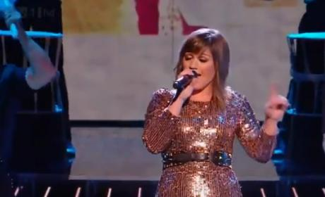 Kelly Clarkson Has a Blast on The X Factor UK