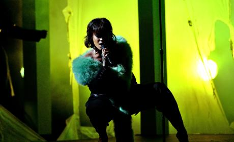 Rihanna Performs at the Billboard Music Awards