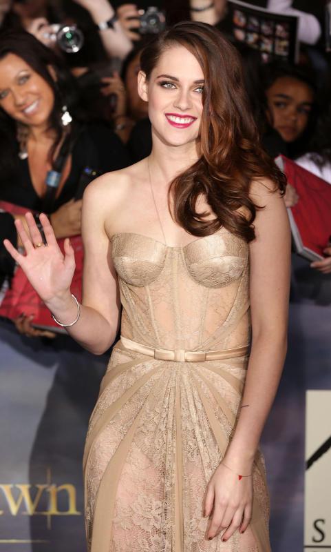 Kristen Stewart Waving