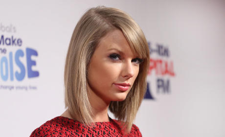 Taylor Swift Jingle Bell Ball Photo