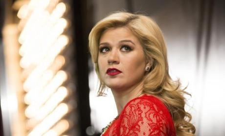 Kelly Clarkson Denies Cheating Rumors on Twitter, Puts Haters on Blast