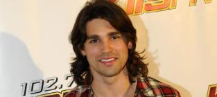 Justin Gaston Pose
