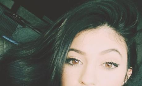 "Kylie Jenner Causes Online Uproar with ""Bipolar"" Hair Tweet"