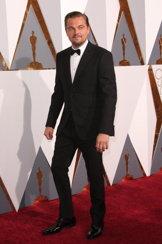 Leonardo dicaprio full body photo at the 2106 oscars