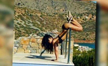 Rihanna: Twerking in a Bikini! Upside Down!