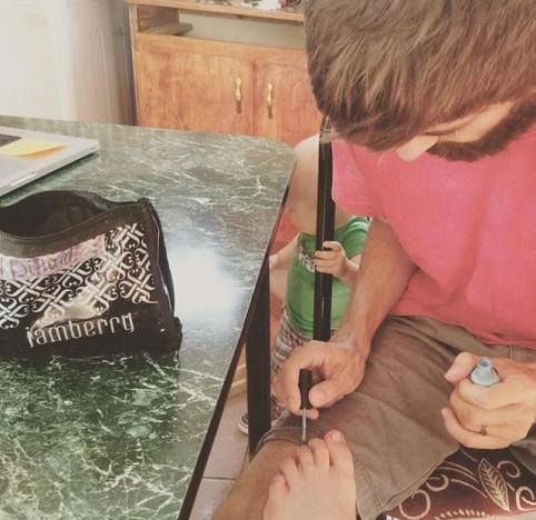 Jill Duggar Gets Her Nails Painted