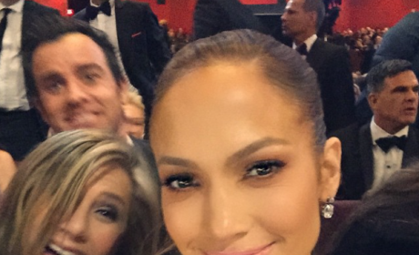 Aniston Photo Bomb!