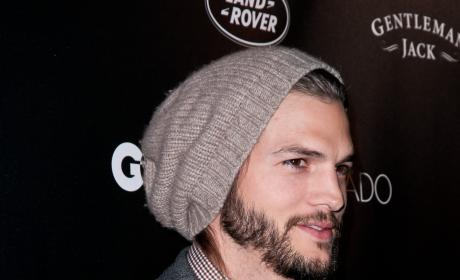 Ashton Kutcher Retracts Joe Paterno Tweet, Is a Tool