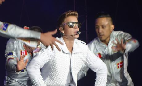 "Justin Bieber Announces #MusicMondays,"" Slew of New Singles to Come"