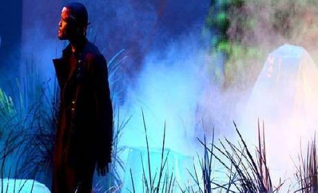 Frank Ocean Performs, Mesmerizes at MTV Video Music Awards
