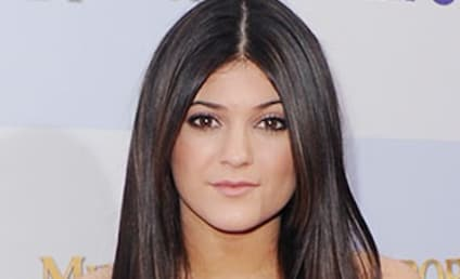 """Kylie Jenner Before & After Photos: Plastic Surgery Rumors Resurface, Called """"Ridiculous"""" By Rep"""