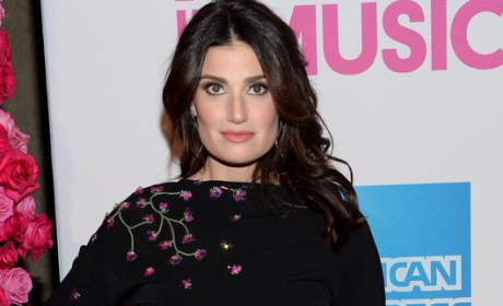 Grade Idina Menzel's national anthem performance at the Super Bowl.