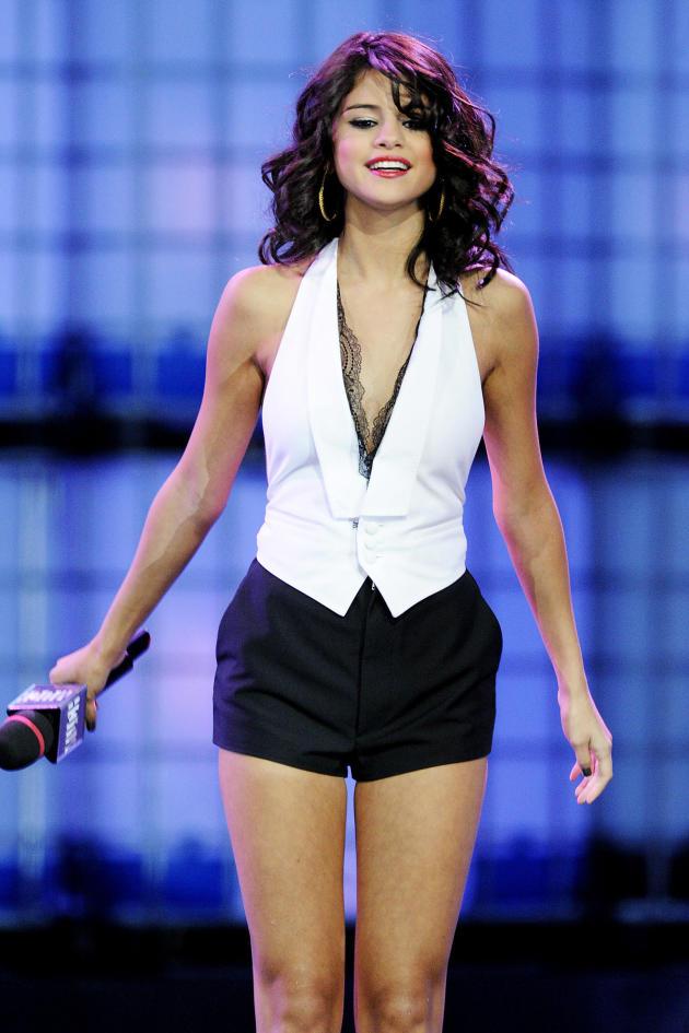 Sexy Selena!