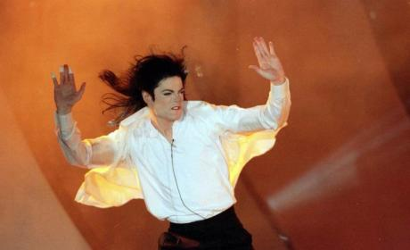 Michael Jackson 911 Call: Singer Was Already Unconscious