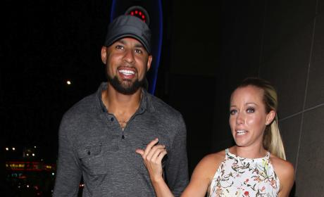 Kendra Wilkinson Denies Divorce Rumors, SLAMS Tabloid