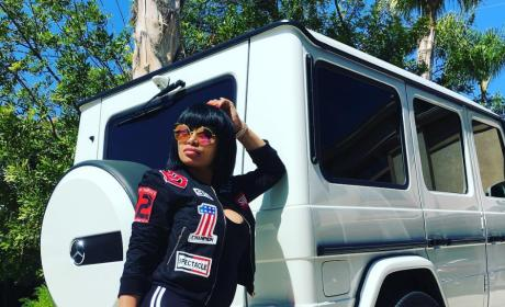 Blac Chyna Posts New Baby Bump Photos, Poses Like a Kardashian