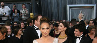 Which actress looked better at the 2012 Academy Awards?
