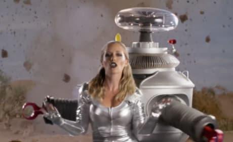 "Kendra Wilkinson Gets ""Lost in Space"""