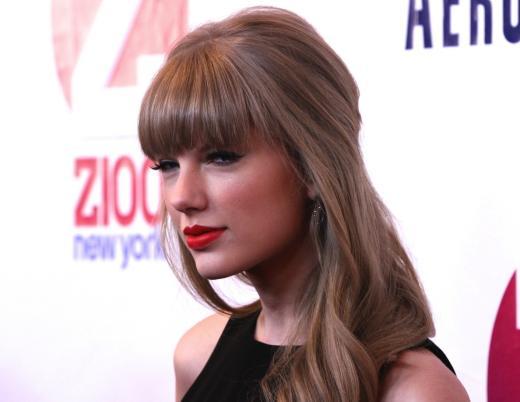 Taylor Swift Red Carpet Pose