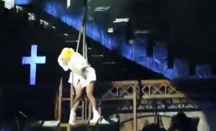 Lady Gaga Hit By Pole in Concert, Suffers Concussion, Performs 16 More Songs to Finish Show!