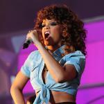 Rihanna Singing Live