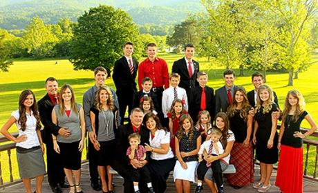 Bringing Up Bates Family Members: Praying For the Duggars!