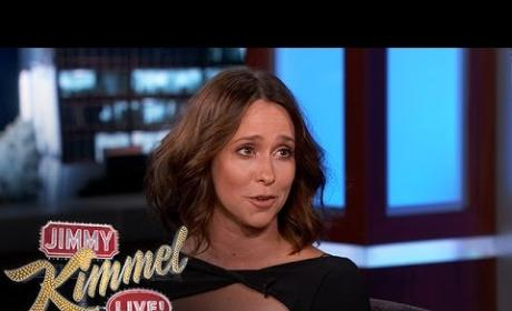 Jennifer Love-Hewitt Sent a Bed to Matt Damon