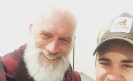 Justin Bieber and Sexy Santa: See the Selfie!