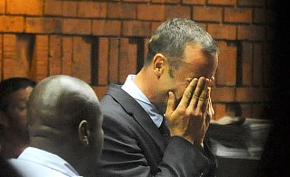 Oscar Pistorius in Court: Olympian Cries, Does Not Enter Plea on Murder Charge