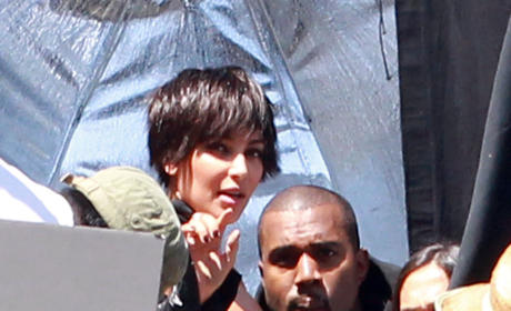 Kim Kardashian and Kanye West: Kissing!!!