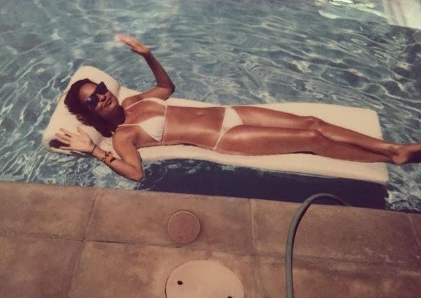 Chloe Bartoli: Bikini Pic
