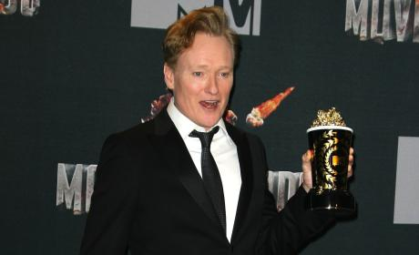 "Conan O'Brien Shows ""Dick Pic"" To Channing Tatum at MTV Movie Awards"