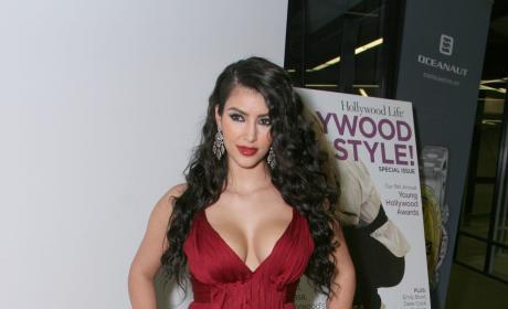 Kim Kardashian: Keeping Up With The Kardashians Series Premiere