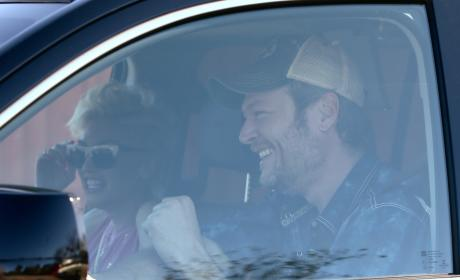 Gwen Stefani Wears Diamond Ring, Must Be Engaged to Blake Shelton!