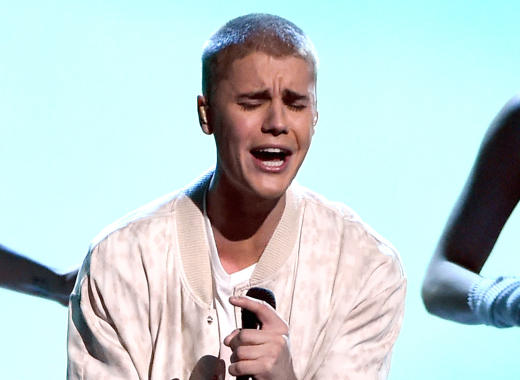Justin Bieber Hurls Argentine Flag Out Window, Loses the Fan