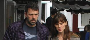 "Ben Affleck, Jennifer Garner ""Officially"" Remove Wedding Rings"