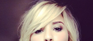 Which hair color do you like most on Demi Lovato?