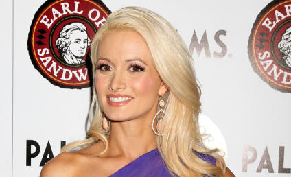 Holly Madison: Pregnant with First Child!
