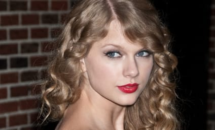 Follow The Hollywood Gossip on Twitter and Win Taylor Swift's New CD!